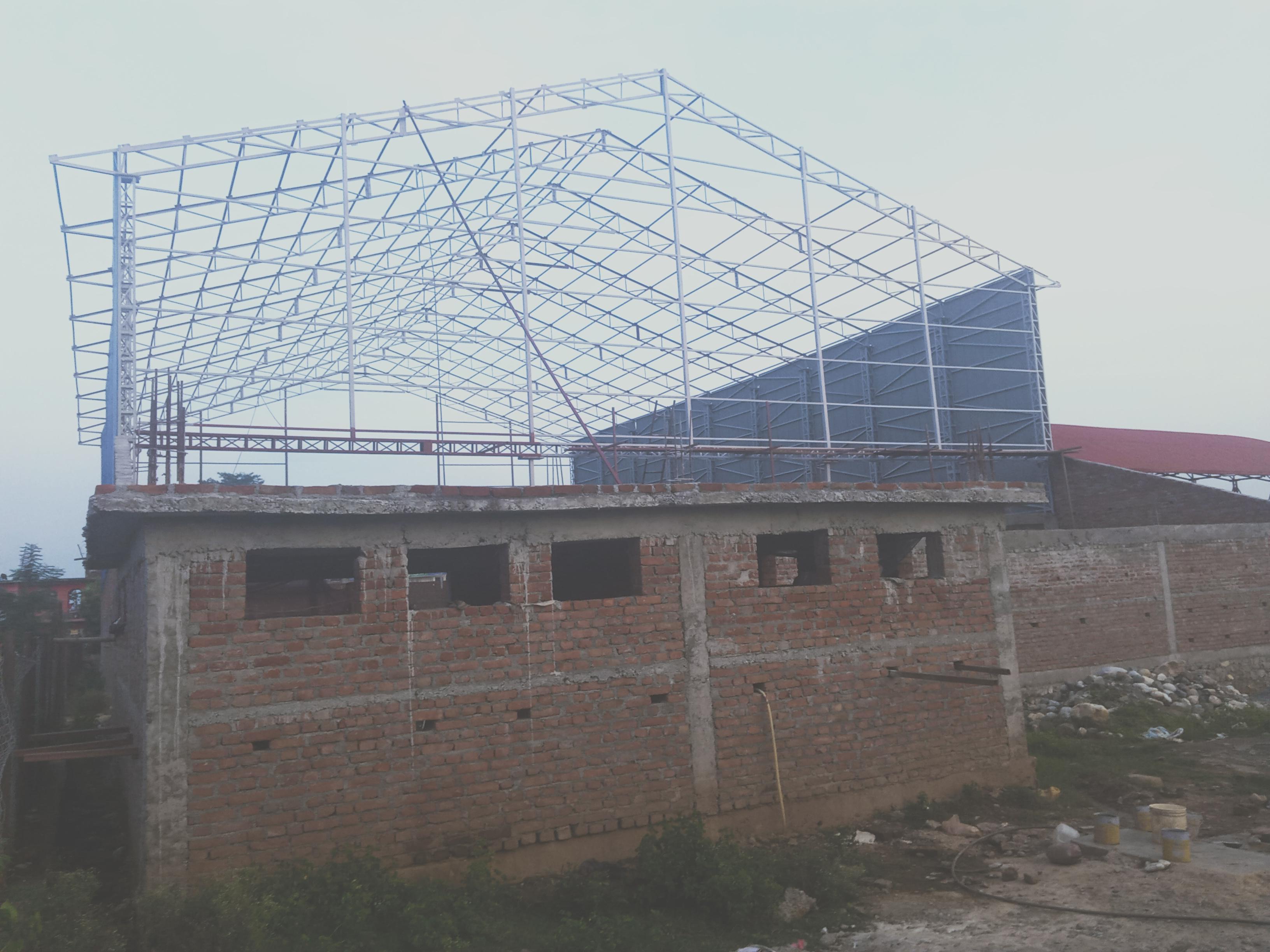 कवर्ड हल निर्माणमा ढिलासुस्ती: निमार्ण अवधि सकियो, काम आधा पनि भएन